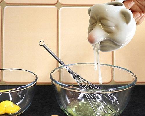 il divertentissimo gadget per la casa, il separatore per uova a forma di uomo con raffreddore